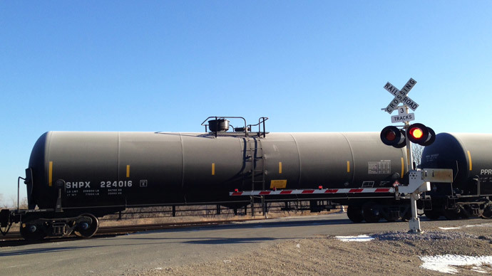 New rules for oil-packing 'bomb trains' leave all parties dissatisfied