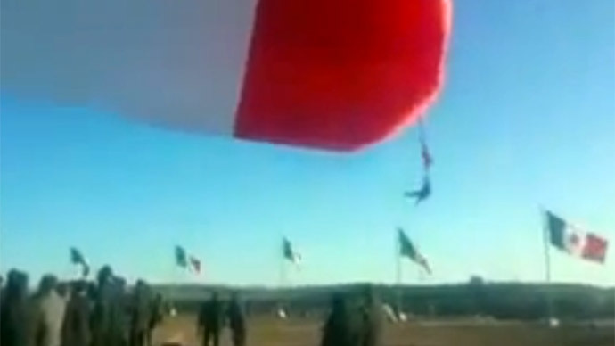 Mexican soldier 'gone with the wind' during flag-raising ceremony (VIDEO)