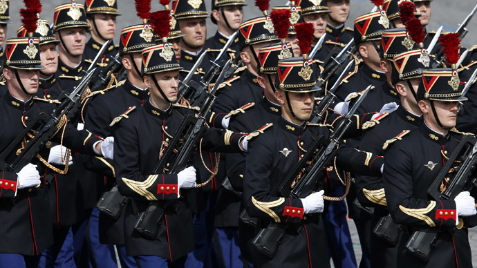'Intolerable': French presidential guards protest sweaty vests, heavy guns & longer shifts