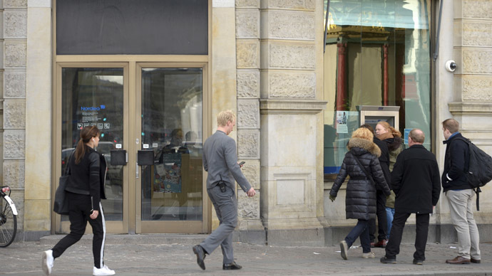 Denmark ponders allowing shops go cash-free