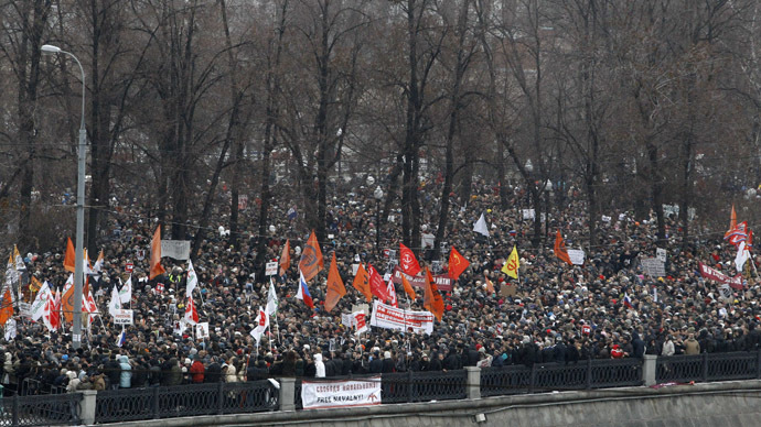 A general view of a sanctioned rally to protest against violations during the parliamentary elections is seen at Bolotnaya square in Moscow December 10, 2011. (Reuters/Sergei Karpukhin)