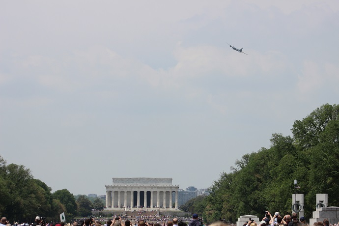"B-29 Superfortress ""Fifi"" appears over the Lincoln Memorial (RT America/Aliza Krichevsky)"
