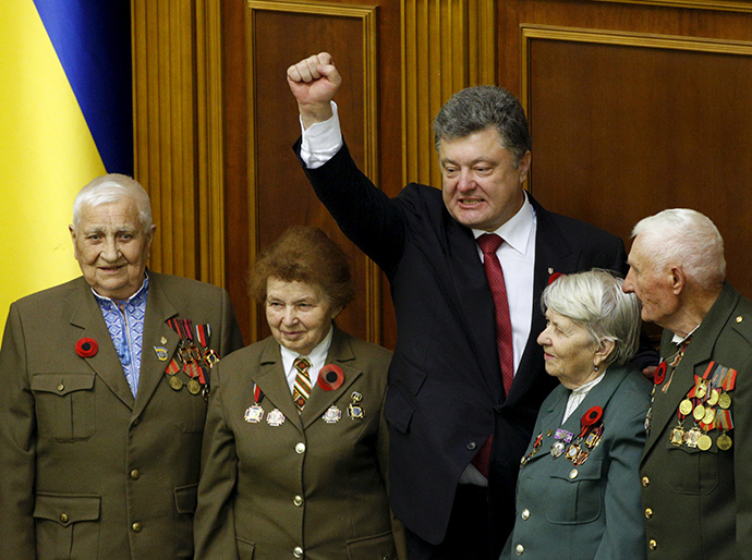 Ukrainian President Petro Poroshenko (C) gestures as he stands with veterans of the Ukrainian insurgent army (UPA) after commemorative parliament session marking the 70th anniversary of the end of the World War Two in Kiev, Ukraine May 8, 2015 (Reuters / Valentyn Ogirenko)