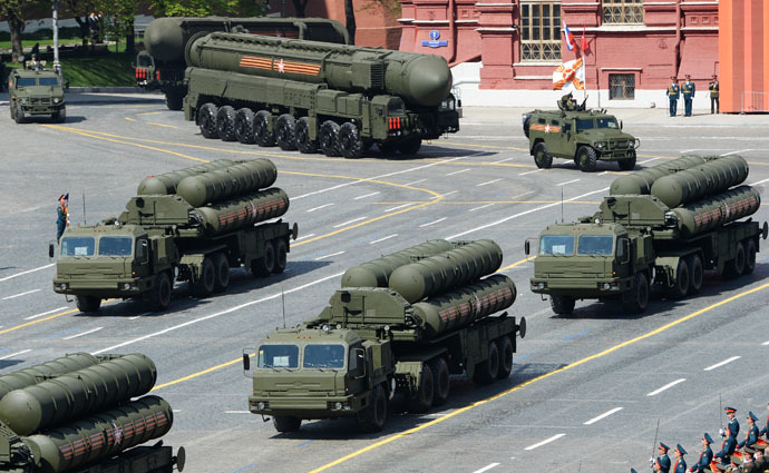 S-400 Triumph/SA-21 Growler medium-range and long-range surface-to-air missile systems at the military parade to mark the 70th anniversary of Victory in the 1941-1945 Great Patriotic War. (RIA Novosi/Alexander Vilf)