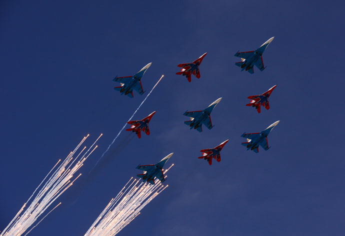 Sukhoi Su-27 Flanker fighters of the Russian Knights aerobatic team and Mikoyan-Gurevich MiG-29 Fulcrum fighters of the Swifts aerobatic display team at the final rehearsal of the military parade to mark the 70th anniversary of Victory in the 1941-1945 Great Patriotic War. (RIA Novosti/Vladimir Vyatkin)