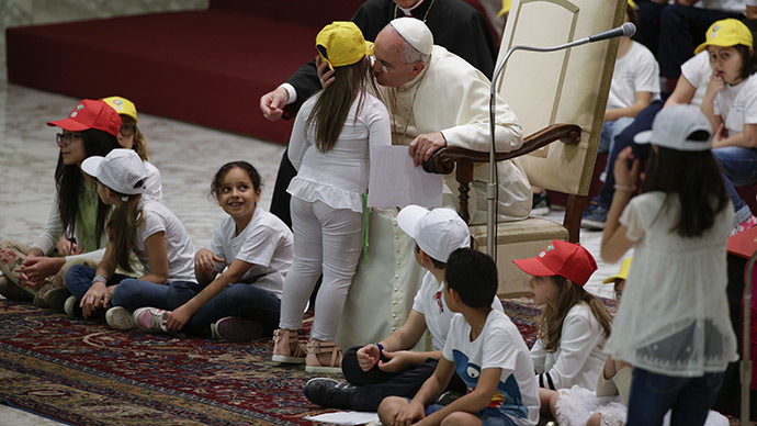 'Many powerful people don't want peace,' Pope tells children