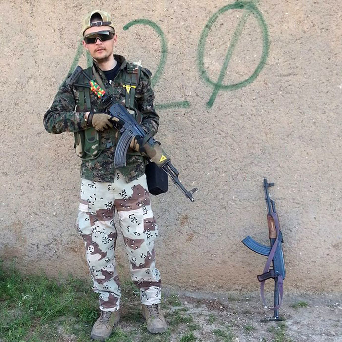 Jac Holmes is fighting against ISIS in Syria. (Photo: Jac Holmes/Facebook)