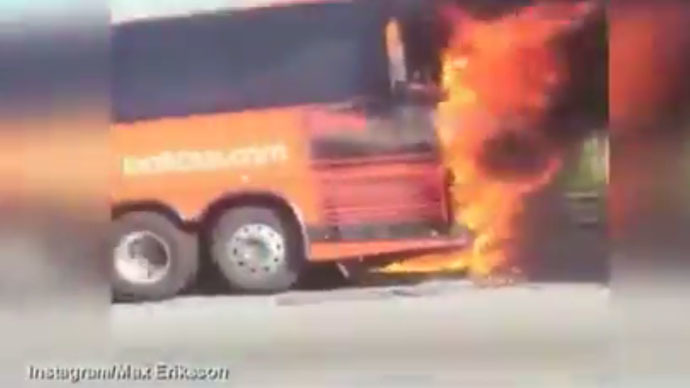 ​Blazing bus blows up on Massachusetts highway, meters from traffic flow (VIDEO)