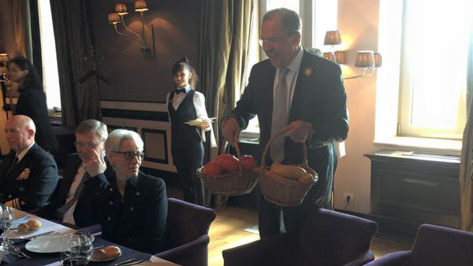 Potatoes for Kerry: Russian FM keeps up gift exchange traditions
