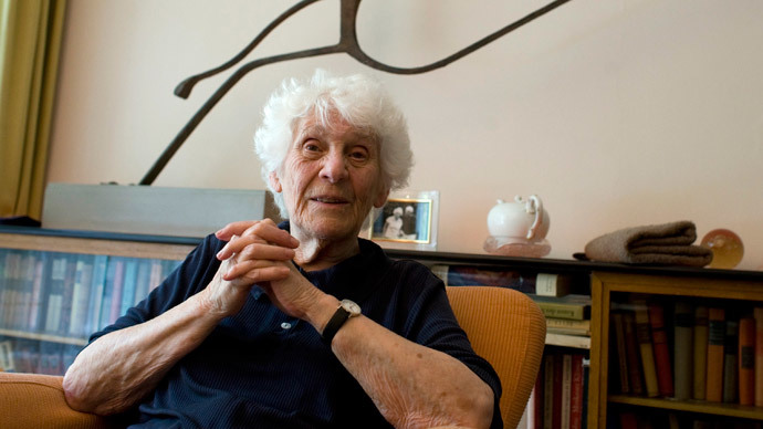 Never too late: Nazi-discriminated 102yo becomes world's oldest doctorate recipient