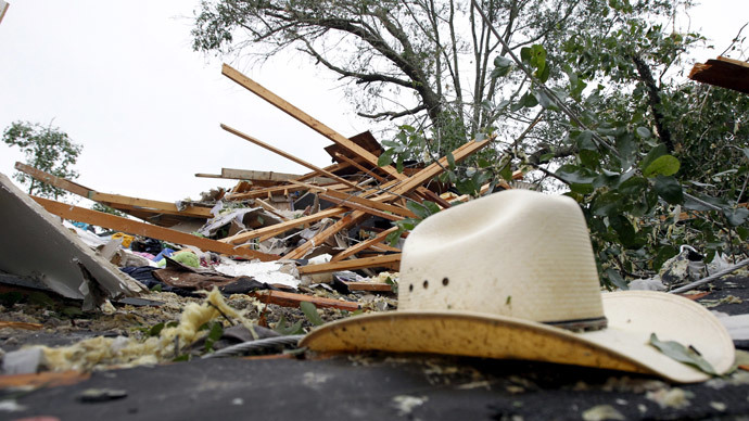 Twisted weather: 19 tornadoes wreak havoc, down power in central US states (IMAGES)