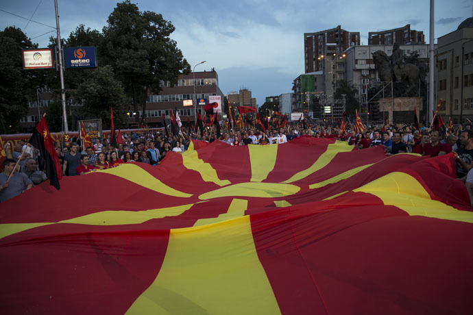 Supporters of the ruling VMRO-DPMNE party and Prime Minister Nikola Gruevski hold a Macedonian flag during a rally in Skopje, Macedonia, May 18, 2015. (Reuters/Marko Djurica)