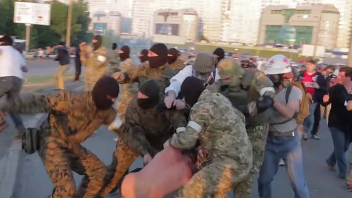 Violence erupts in Kiev as protesters attack controversial construction site (VIDEO)