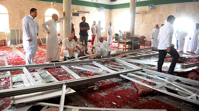 21 dead after suicide bomber strikes Shiite mosque in S. Arabia, ISIS claims responsibility