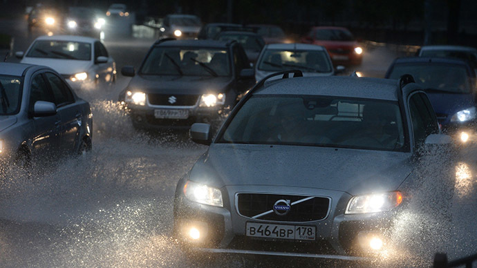 Apocalyptic rainstorm floods Moscow streets, lightning blasts gas station (PHOTOS, VIDEOS)