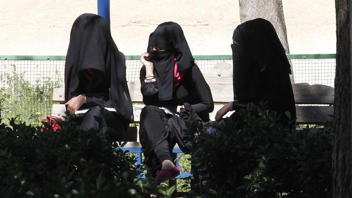 Dutch govt approves partial ban on face-covering veil in public places