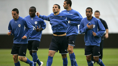 Israel's national soccer team players (Reuters/Nikola Solic)