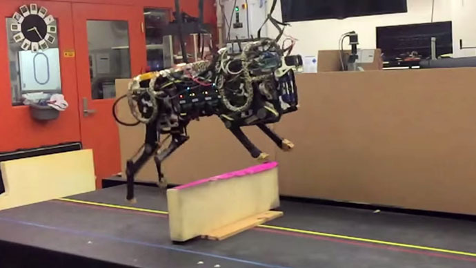 Robot cheetah taught to jump obstacles using laser sight (VIDEO)