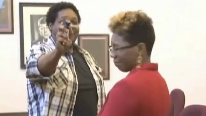 Ohio woman chooses to be pepper sprayed rather than face jail as punishment for assault (VIDEO)