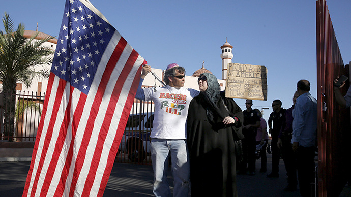 Dozens gather for anti-Islam stunt outside Phoenix mosque, face counter-protest