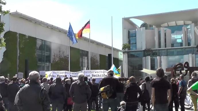 Men in Black: Lawyers protest mass surveillance in Berlin (VIDEO)