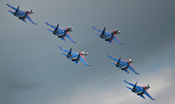 The Russkiye Vityazy (Russian Knights) aerobatic team performs in Sukhoi 27 jets at the Russian stage of the Aviadarts-2015 Flight Skills Competition in Voronezh. (RIA Novosti / Vladimir Astapkovich)