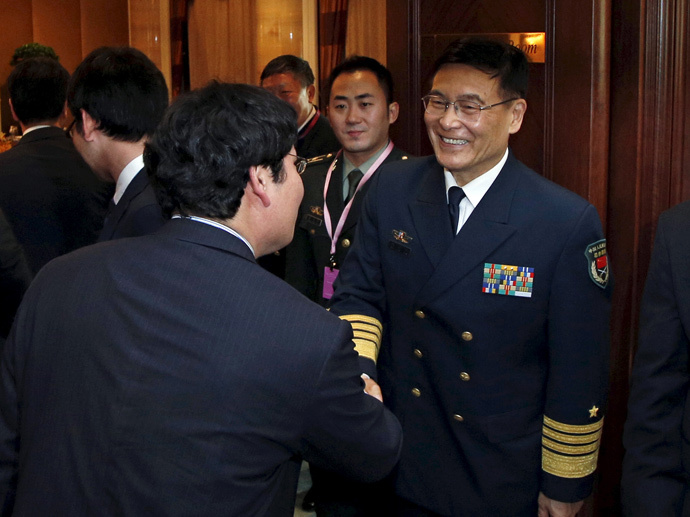 China's Admiral Sun Jianguo (R) shakes hands with members of the Japanese delegation as they meet for a bilateral ahead of the International Institute for Strategic Studies' (IISS) Shangri-La Dialogue in Singapore May 29, 2015. (Reuters / Edgar Su)