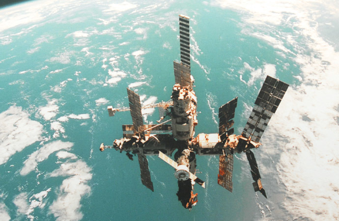 The Mir space station in flight. (RIA Novosti/Sergey Pyatakov)