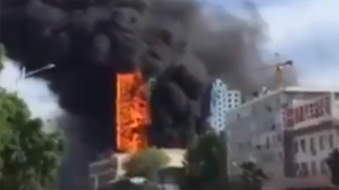 Raging blaze engulfs Chinese high-rise in seconds (VIDEO)