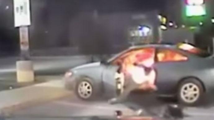 Blazing Texas: Man sets car, himself on fire, blast throws policemen clear (VIDEO)