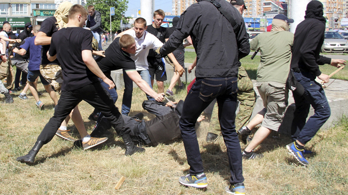 Teargas, arrests & injuries: Far right attacks 2nd Kiev gay rights march