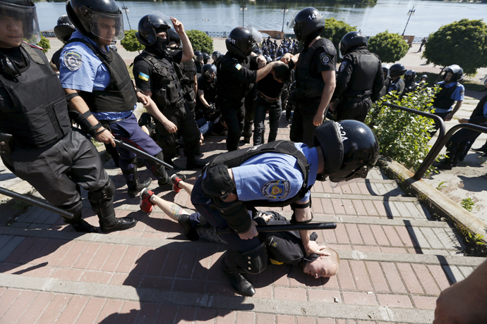 An Interior Ministry member detains an anti-gay protester during the so-called Equality March, organized by a lesbian, gay, bisexual and transgender (LGBT) community, in Kiev, Ukraine, June 6, 2015. (Reuters / Stringer)