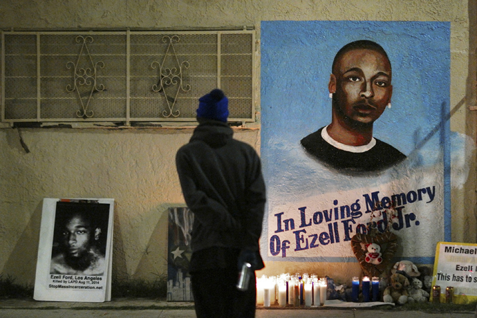 A man stands near a mural for Ezell Ford after the Los Angeles County Coroner released an autopsy report on the LAPD's shooting of Ford in Los Angeles, California December 29, 2014. (Reuters / Jonathan Alcorn)