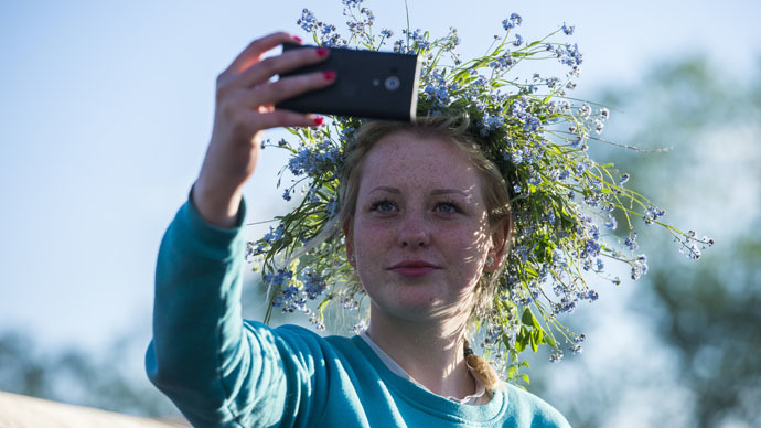 Safety first – activist suggests teaching children to make risk-free selfies