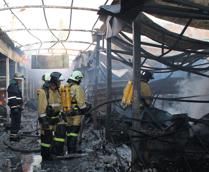 Firemen extinguish fire at the Oktyabrksy market caused by a shell hit during the shelling of Donetsk. (RIA Novosti/Irina Gerashchenko)