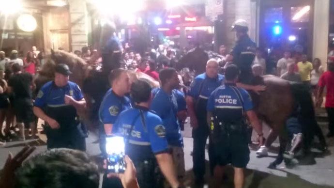 Texas police filmed grabbing phone, pepper spraying owner for no apparent reason (VIDEO)