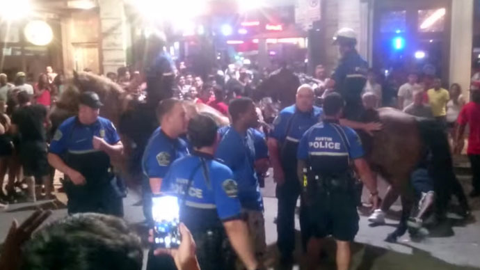 Texas police filmed grabbing phone, pepper spraying owner for no apparent reason (VIDEO)