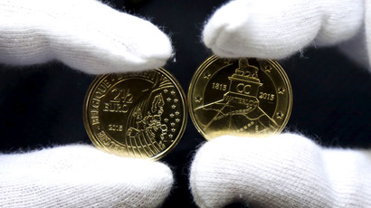 A worker displays newly minted commemorative 2.5 euro coins to mark the bicentennial of the battle of Waterloo, at Belgium's Royal Mint in Brussels June 8, 2015. (Reuters/Francois Lenoir)