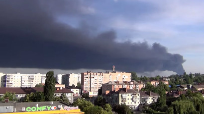 Firefighters die combating massive blaze at fuel storage facility near Kiev (VIDEO)