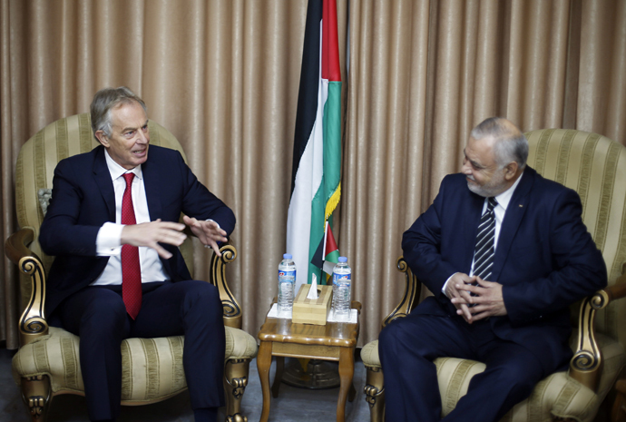 Quartet Representative to the Middle East and former British Prime Minister, Tony Blair (R), meets Palestinian Minster of Justice, Saleem Saqqa, in Gaza City, February 15, 2015. (Reuters / Suhaib Salem)