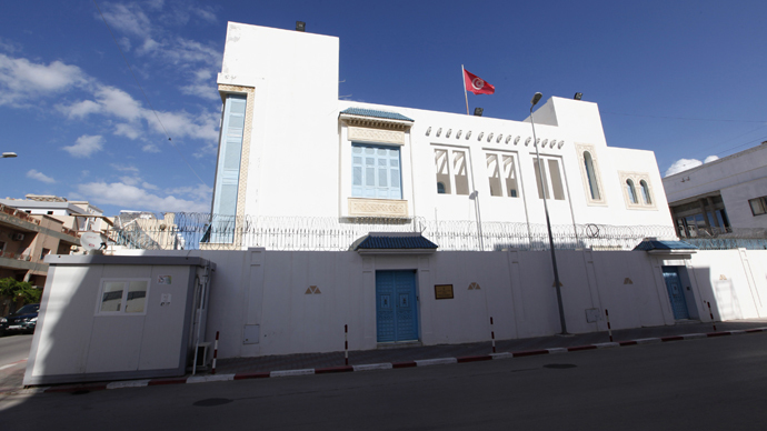 Gunmen storm Tunisian consulate in Libya, kidnap 10 staff