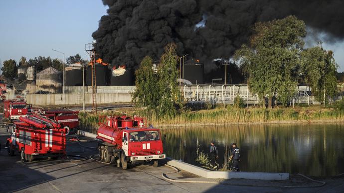 Reignited: Oil depot near Kiev on fire again after massive 5-day blaze