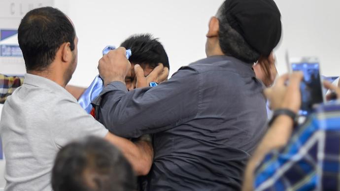 Bad-tempered Yemen peace talks descend into fistfight (PHOTOS)
