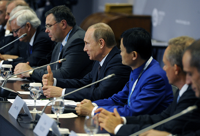 June 19, 2015. President Vladimir Putin (center) during a working lunch with the heads of largest foreign companies and business associations at the 19th St. Petersburg Economic Forum (RIA Novosti / Michael Klimentyev)