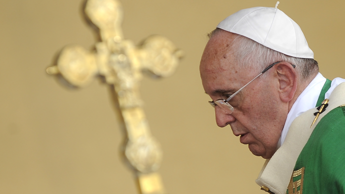 Pope Francis: Exploitation of migrants for profit 'makes one cry'