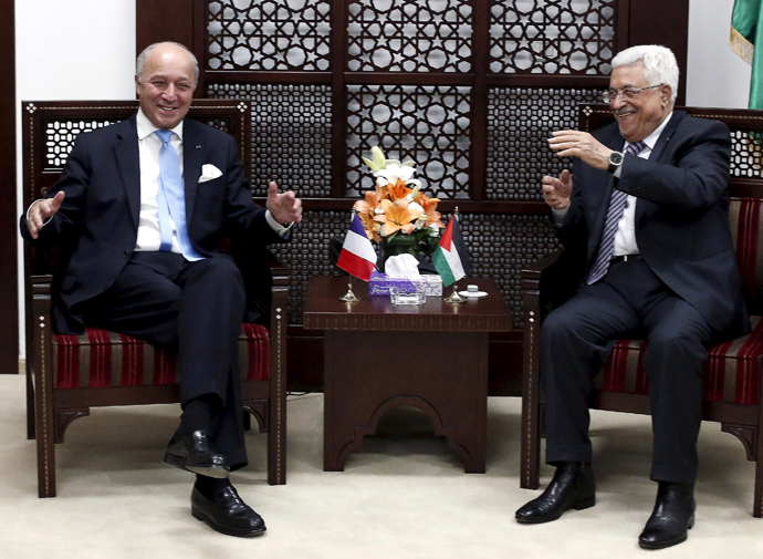 France's Foreign Minister Laurent Fabius (L) gestures as he meets Palestinian President Mahmoud Abbas in the West Bank city of Ramallah June 21, 2015. (Reuters / Thomas Coex / Pool)