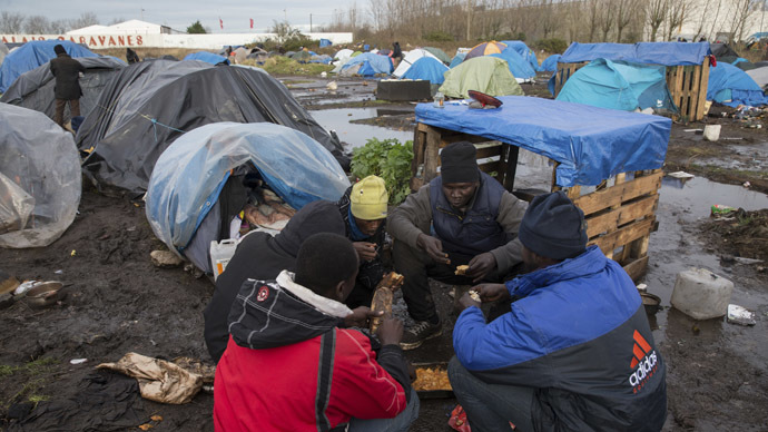 French govt to equip Calais shanty town with toilets, electricity, water