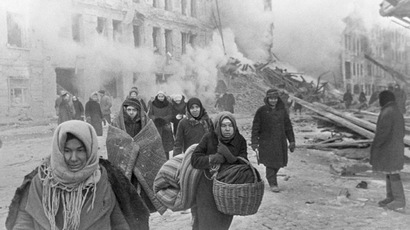 Leningradians leaving their houses destroyed by Nazi bombings. (RIA Novosti/Boris Kudoyarov)