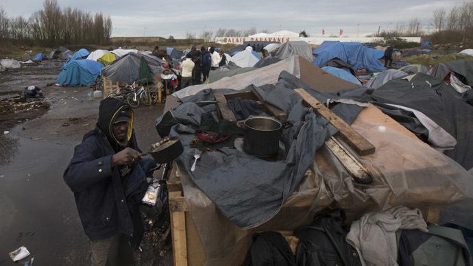 France arrests 100 British migrant smugglers in Calais