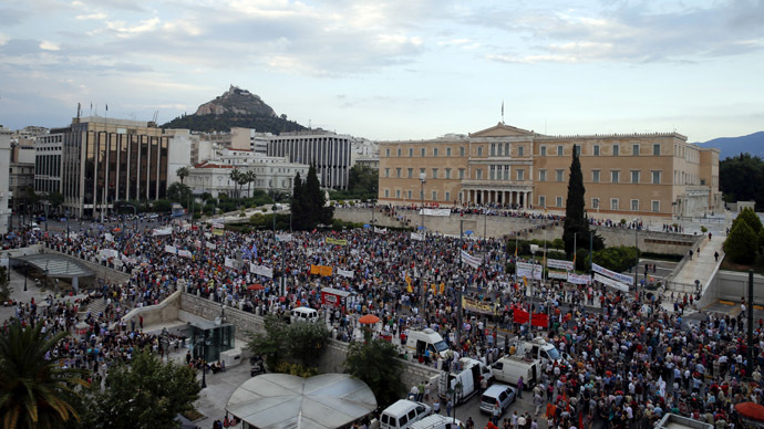 Protesters gather in front of the parliament building during an anti-austerity pro-government rally in Athens, Greece, June 21, 2015. (Reuters / Marko Djurica)